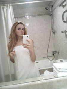 Проститутка Пушкино делает селфи